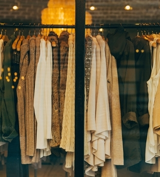 DECLUTTER YOUR WARDROBE WITH MORNINGTON SELF STORAGE